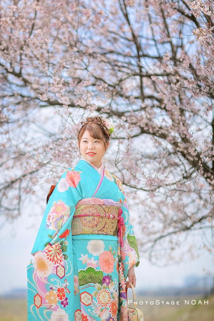 桜と一緒に撮る成人式のお写真