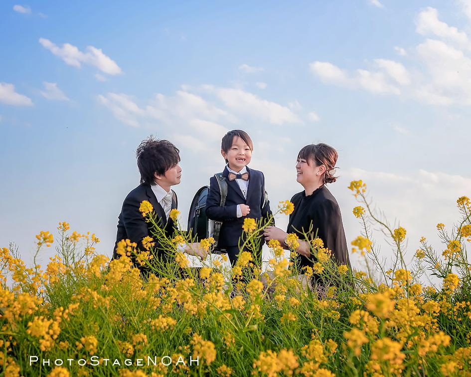 菜の花のまでで家族写真